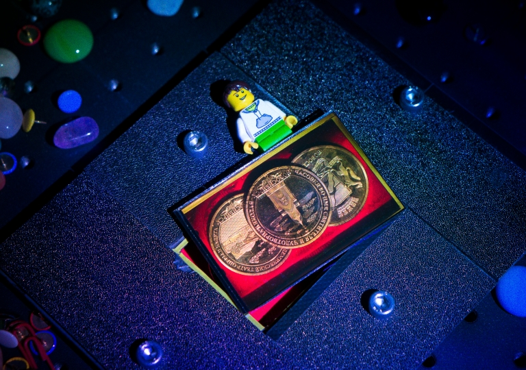 Hologram medals restored by RGB lasers